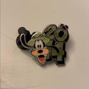 Disney pin goofy 2014